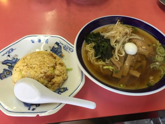 中華料理「寳華園」のラーメン+半チャーハンセットは700円です