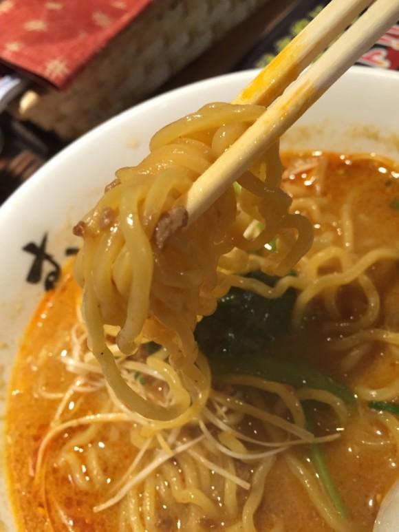 みそらーめん専門店 むつみ屋の「みそ坦々麺」の中太のちぢれ麺も美味しいです