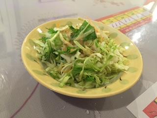 インディアンレストランSATHI(サティ)のカレーセットにはサラダが付きます