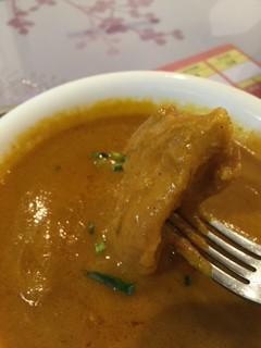 インディアンレストランSATHI(サティ)のチキンカレーセットのお肉も柔らかです
