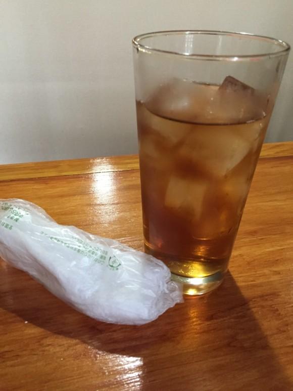 蒲田駅東口にある沖縄料理居酒屋「八重瀬」のウーロン茶は美味しかった