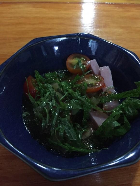 蒲田駅東口にある沖縄料理居酒屋「八重瀬」のランチサラダ