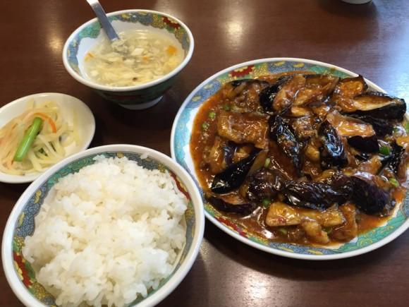 羽根付きギョーザで有名なニーハオ 恵馨閣の麻婆茄子定食です