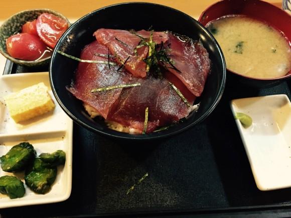 蒲田駅東口にある居酒屋「ごっちゃん」のランチ「鉄火丼」です。