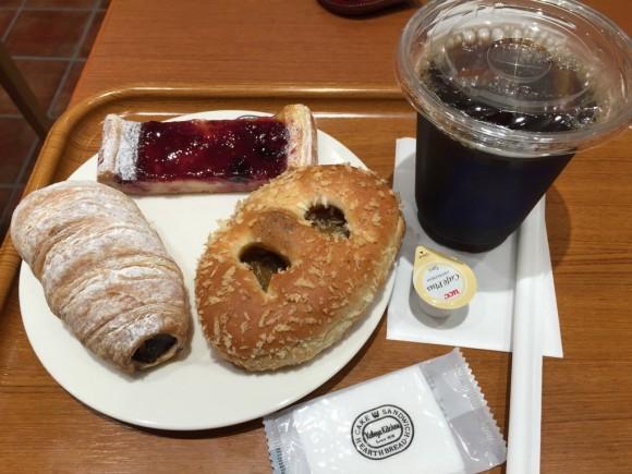 神戸屋キッチン 東急プラザ蒲田店で食べたパンとアイスコーヒーのセットです