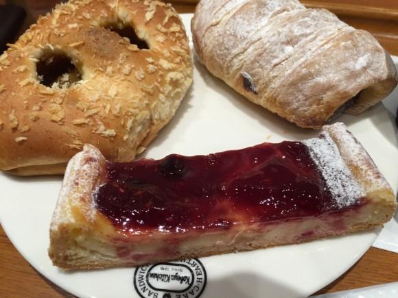 神戸屋キッチン 東急プラザ蒲田店で食べたイートインランチのパンです