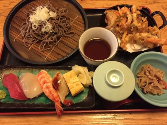 「築地日本海 蒲田店」のランチメニュー「寿司・天そばセット」です