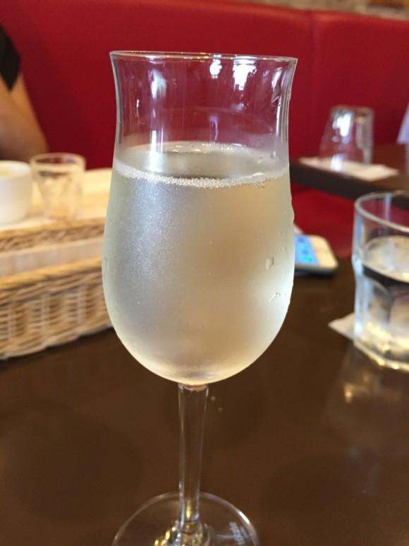 蒲田西口にあるイタリア料理で有名な「ゴンドレッタ(gondoletta)」のランチで頼んだスパークリングワインです