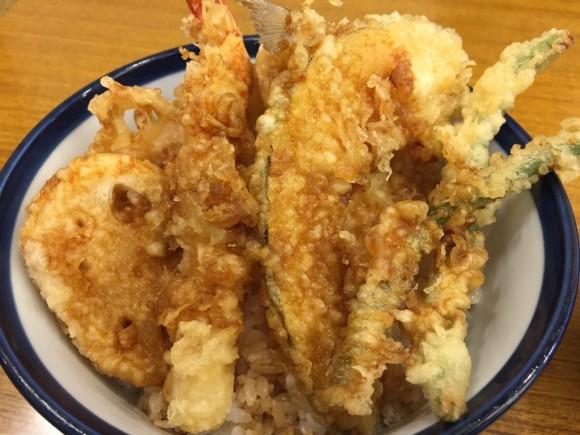 「天丼てんや 蒲田店 」の天丼+れんこん天ぷら追加です