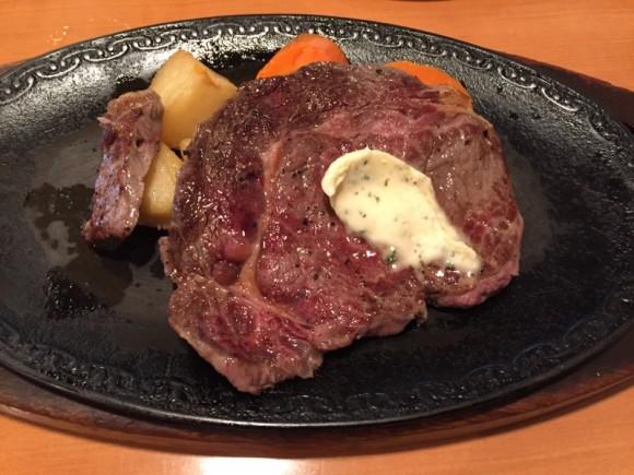 「ステーキハウス びっくり亭」の「ステーキランチ」の牛リブロースステーキです