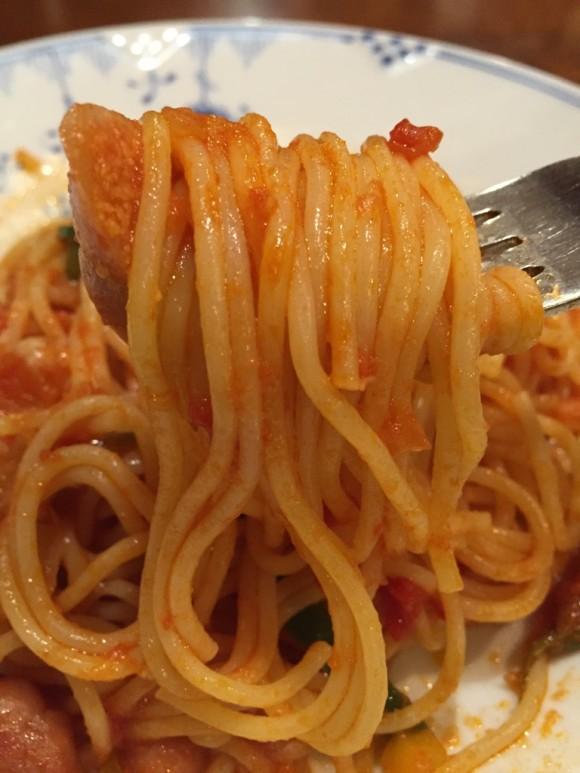 「椿屋カフェ グランディオ蒲田店」のナポリタンのパスタ麺をまいてます