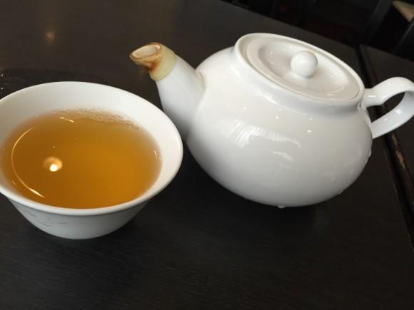 「香港料理 リップスティック」はお茶も美味しい