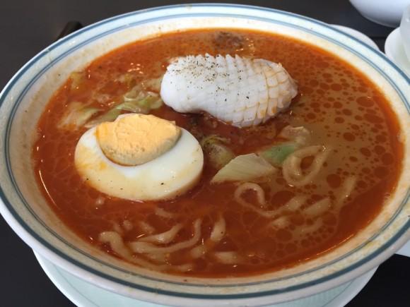 本格的な中華料理屋が味わえる「香港料理 リップスティック」の坦々麺ランチです