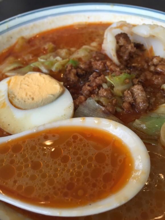 「香港料理 リップスティック」の坦々麺のスープです
