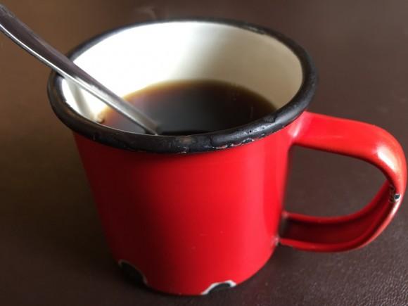 ステーキ・ハンバーグ店「ブロンコ/BRONCO」のランチにはアメリカンなコーヒーが付きます