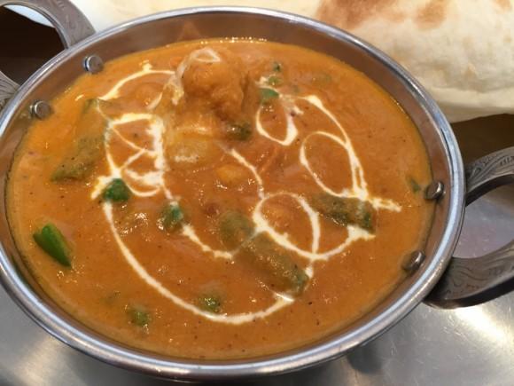 本場インドカレー店「ニューヌゥ・デビィ」のベジタブルカレーはクリーミーな味です