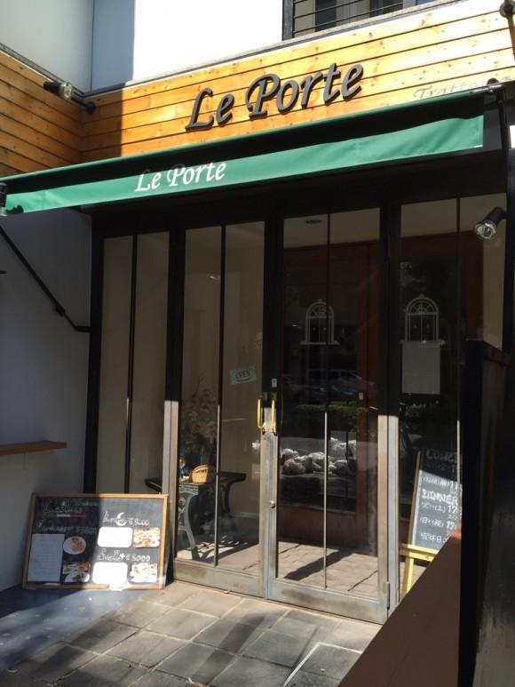 イタリアンレストラン「レ・ポルテ」の外観です