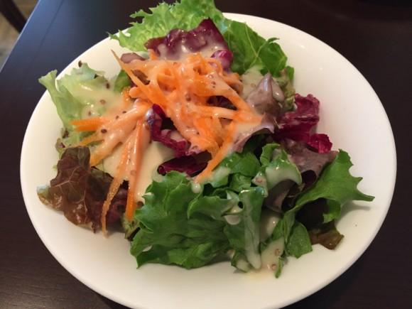 イタリアンレストラン「レ・ポルテ」のパスタランチにはサラダがついてきます