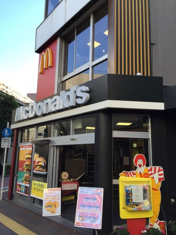 マクドナルド 東急蒲田駅前店の入口です