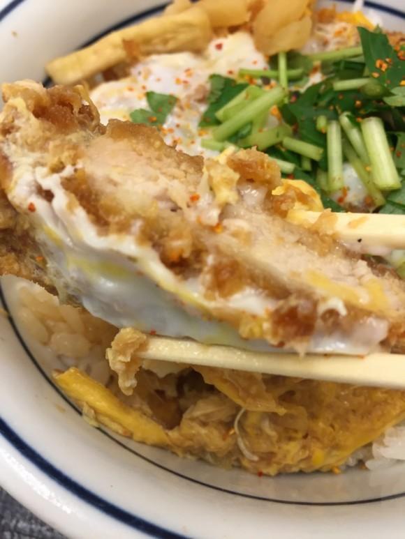 とんかつ専門チェーン店「かつや 蒲田西口店」の「カツ丼」のかつはややっぱり旨いです
