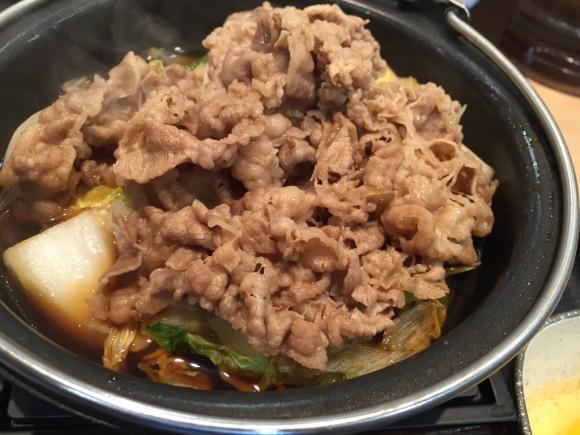 牛丼の吉野家では「牛すき鍋膳」の牛鍋拡大!
