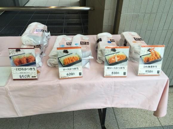 とんかつ和幸 アロマスクエア蒲田店の入口付近にとんかつのお弁当も売っています。