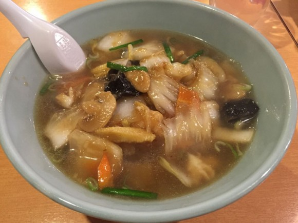 蒲田駅西口にある「中華料理とらの子」の五目あんかけラーメンです