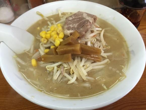 東急多摩川線の矢口渡駅近くの「中華料理 新京」の「みそラーメン」です