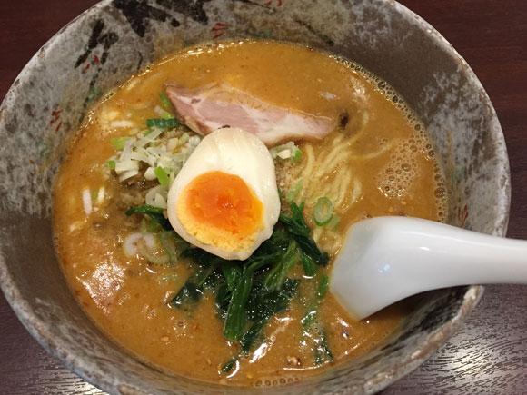 京急蒲田駅に近くの「パンダ 京急蒲田店」定番人気の「タンタン麺」です