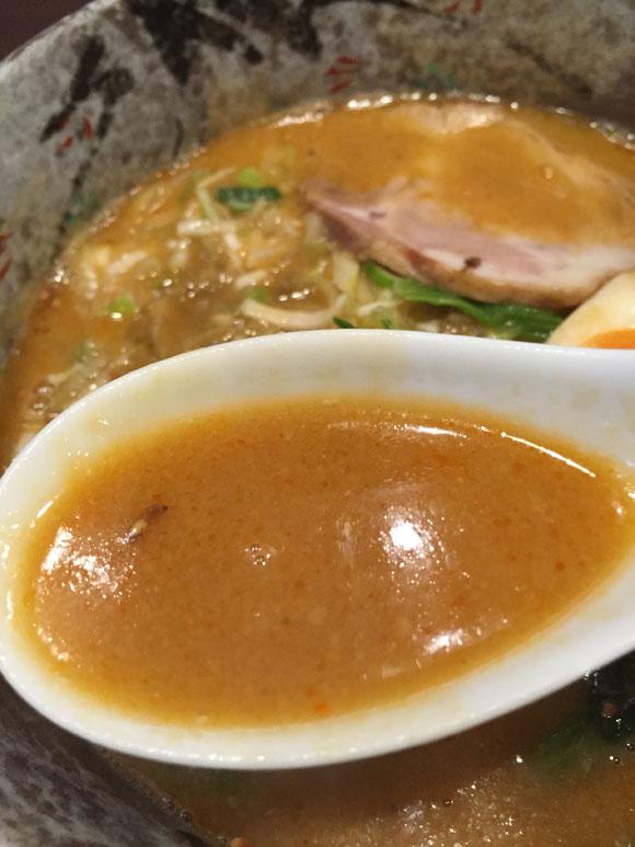 「パンダ 京急蒲田店」定番人気の「タンタン麺」の担々スープです