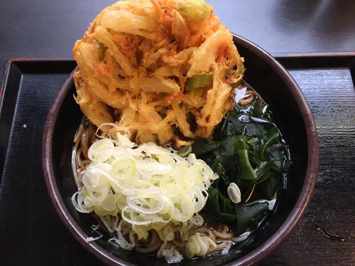 立ち食いそばチェーン店で有名な「ゆで太郎 蒲田中央通店」の「かきあげそば」です