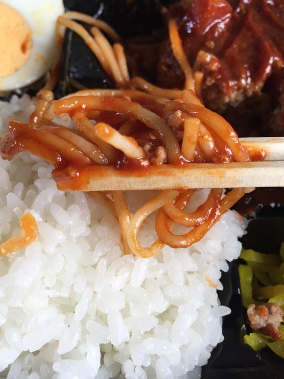 「イシイのお弁当やさん」の日替わり「ハンバーグ弁当」にはスパゲティもついてきます