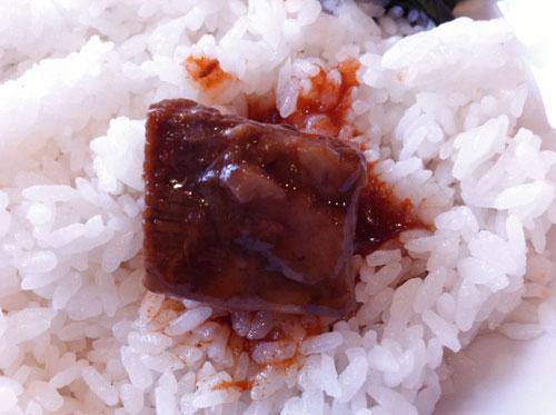 大森洋食ランチ「レストラン西堀」の日替わりランチメニュー「ビーフシチュー」のビーフ・オンザ・ライス