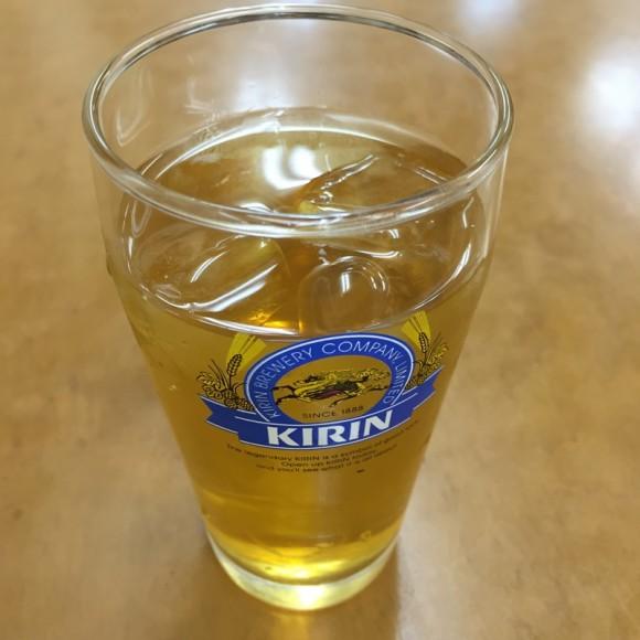 京急蒲田駅にある「元祖 金春本館」で出されたウーロン茶です