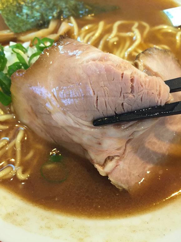 蒲田駅東口ラーメンランチ「麺匠 呉屋(くれや)」の「正油そば」のチャーシューです