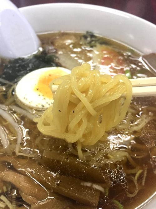「元祖中華つけ麺大王 大崎店」の定番正油ラーメンの麺