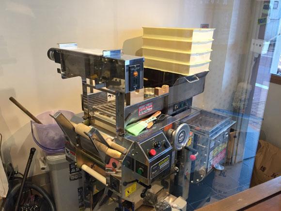 矢口渡ラーメンランチ「中華そば いそべ」には自動製麺機があります