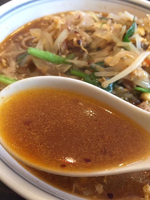 大鳥居ラーメンランチ「中華料理 北京亭」の人気No.1 「カルビー麺」のスープ