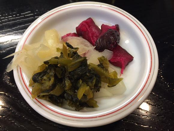 大森で人気の本格天丼「天ぷら 天冨久」のお新香美味しいです