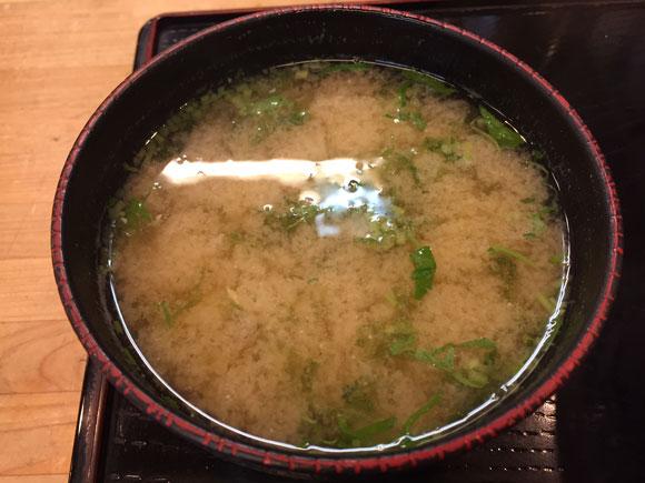 大森で人気の本格天丼「天ぷら 天冨久」のランチの味噌汁です