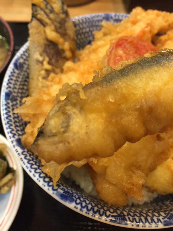 大森で人気の「天ぷら 天冨久」の天丼のネタ、魚天です