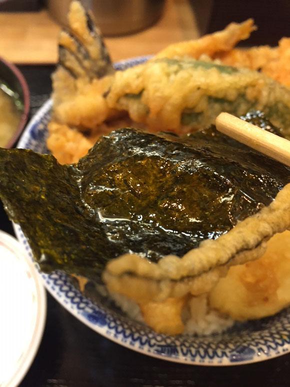 大森で人気の「天ぷら 天冨久」の天丼のネタ、のり天です