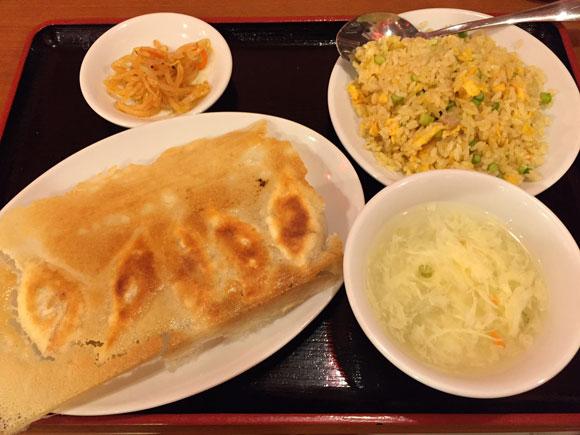 元祖羽根つき餃子!大森中華ランチ「ニイハオ 大森駅前店」 の餃子と半チャーハンです