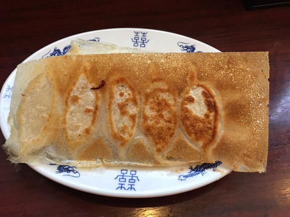 「ニイハオ(你好)本店」の名物羽根つき焼き餃子