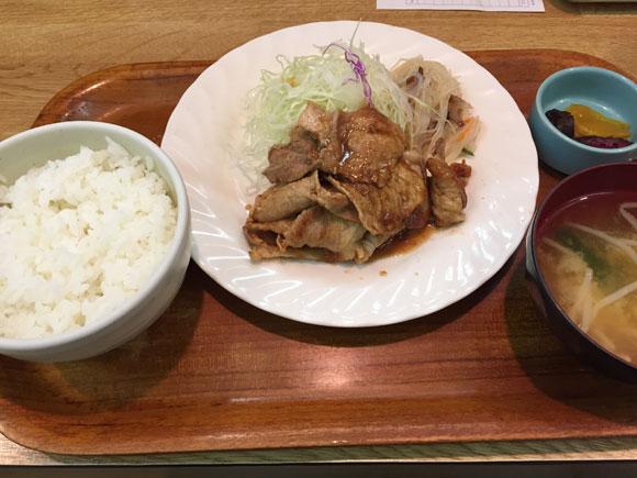 京急蒲田アーケード内の商店街あすとにある「お食事処 井戸屋」のポーク生姜焼肉定食