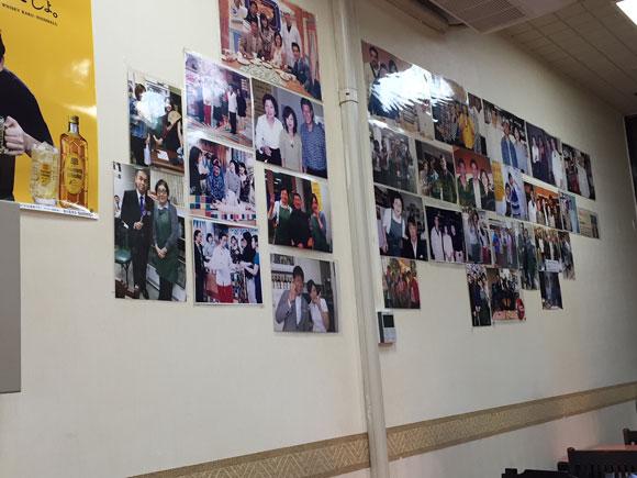 歓迎(ホワンヨン)本店はたくさんの芸能人の写真などが飾ってあります