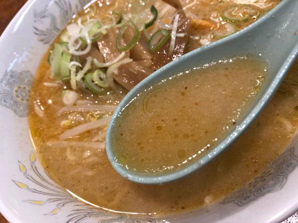 「札幌本舗 浜松町店」のみそラーメンのスープです