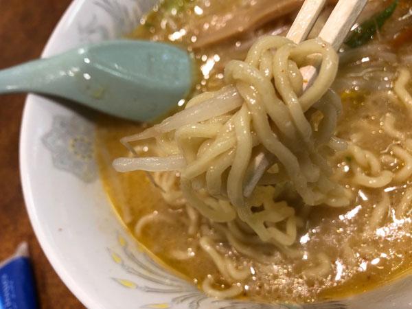 「札幌本舗 浜松町店」のみそラーメンの麺です