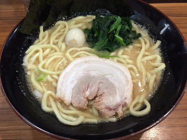 横浜家系ラーメン 壱角屋の豚骨醤油ラーメン