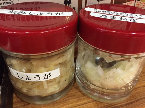 横浜家系ラーメン 壱角屋のトッピングの玉ネギ